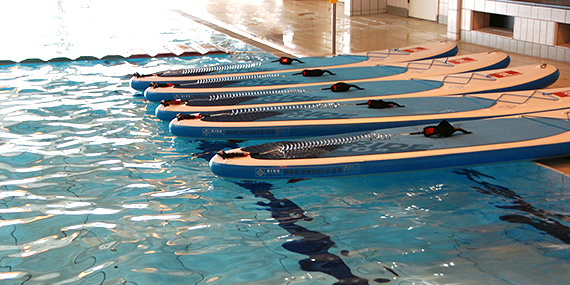 sup suppen stand up paddling zwembad indoor